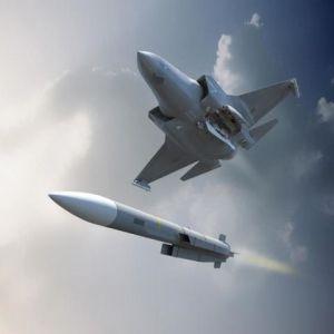 日本、イギリスと空対空ミサイル...